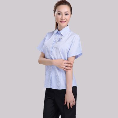 蓝色条纹女士短衬衫